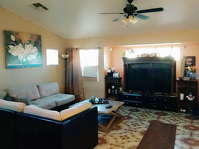 *Vegas Nights* FirePit / BBQ Grill * Sleep 11* Strip 20min, vacation rental in North Las Vegas