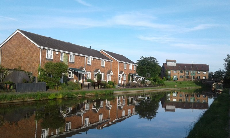 Facing the Shropshire Union Canal, holiday rental in Audlem