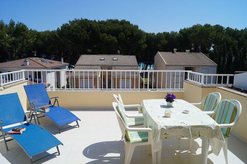 GINESTA II -Acogedor ático a 50 metros de la playa, location de vacances à Alcudia