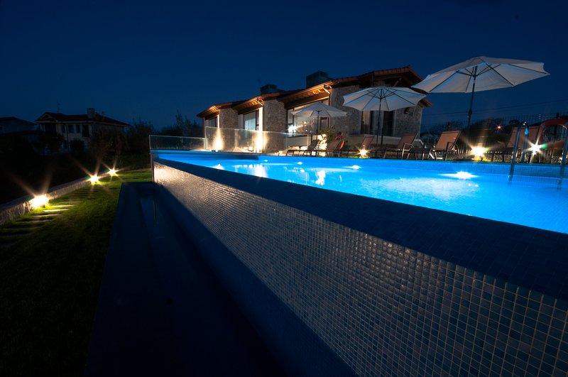 Bufones de Pria Apartamentos Rurales, con piscina y jardin (1-12 personas), holiday rental in Llanes