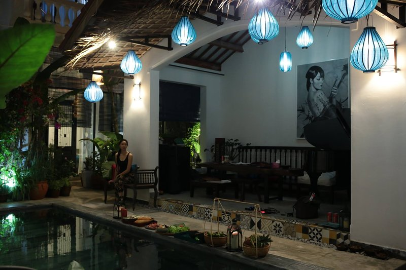 Swimming Pool & Bar