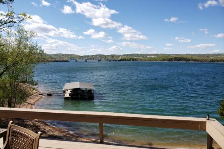 Secluded Table Rock Lake House-Private Beach-Special Weekday Rates!! On the main, holiday rental in Kimberling City