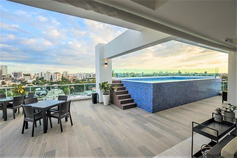 Santo Domingo Downtown Modern Pool Apartment ✔️, vacation rental in Santo Domingo