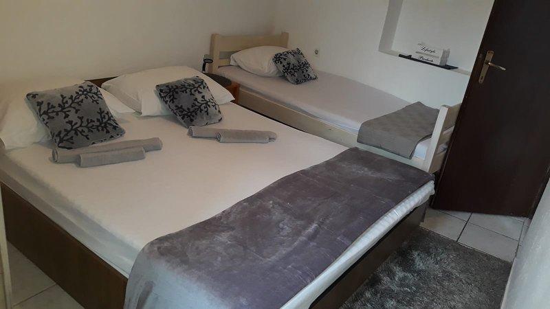 PAKOSTANE, Stone house apartment (A2), holiday rental in Pakostane