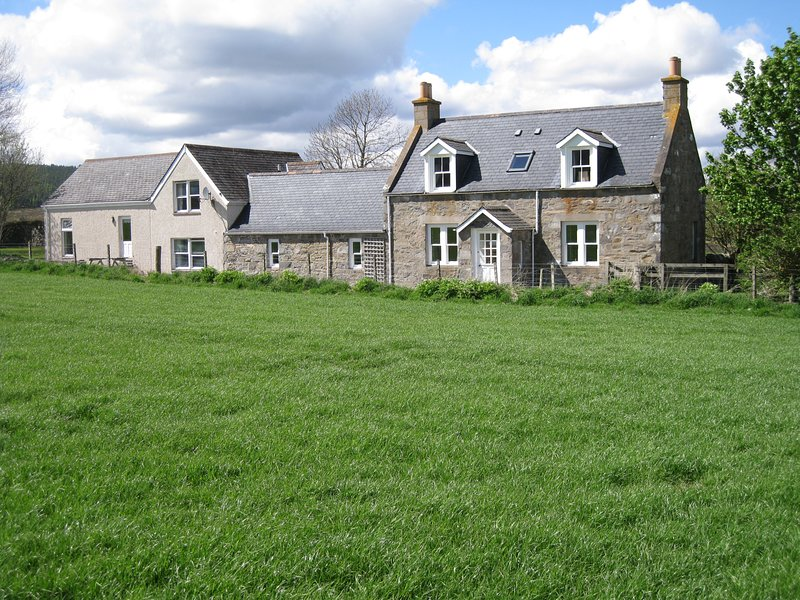 Comfortable Highland Speyside cottage with stunning views, vacation rental in Grantown-on-Spey