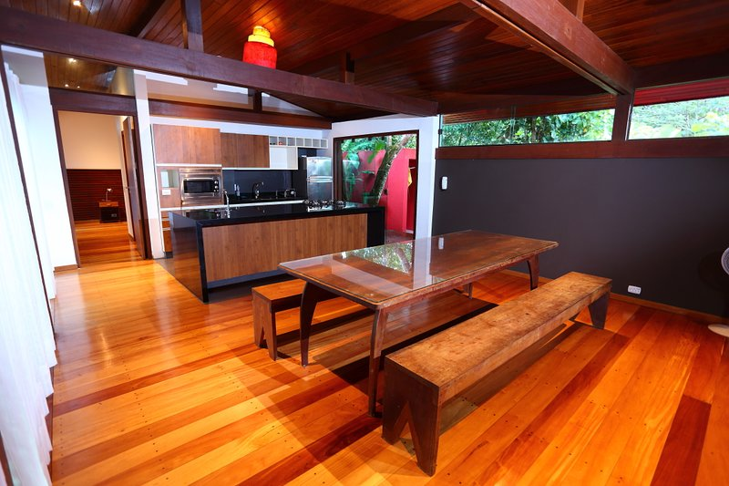 COMPLETE KITCHEN, c electric oven and refrigerator. Fully equipped c everything you need to cook