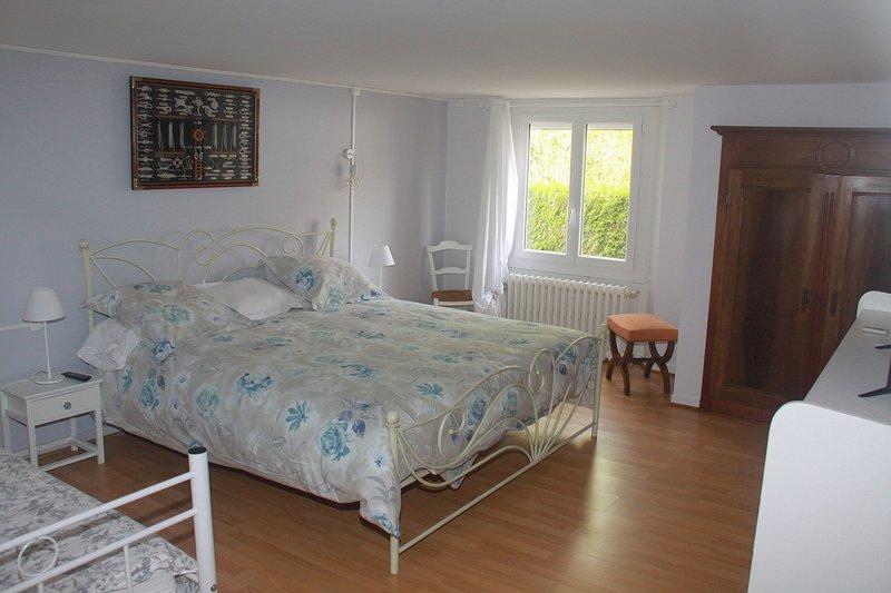 Très grande chambre, grand confort.