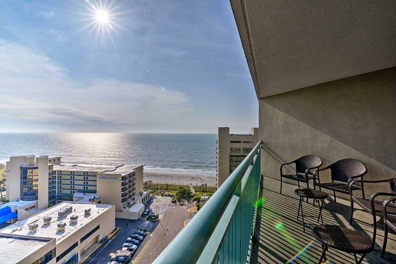 Myrtle Beach Retreat w/ Pool Access on Ocean Blvd!, holiday rental in Arcadian Shores