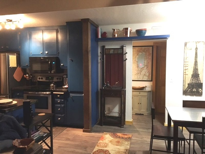 The Bears Den Chalet - 1BD/1BA+Loft, holiday rental in Genoa