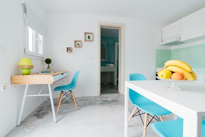 Excellent Cycladic Suite Santorini, holiday rental in Agios Georgios