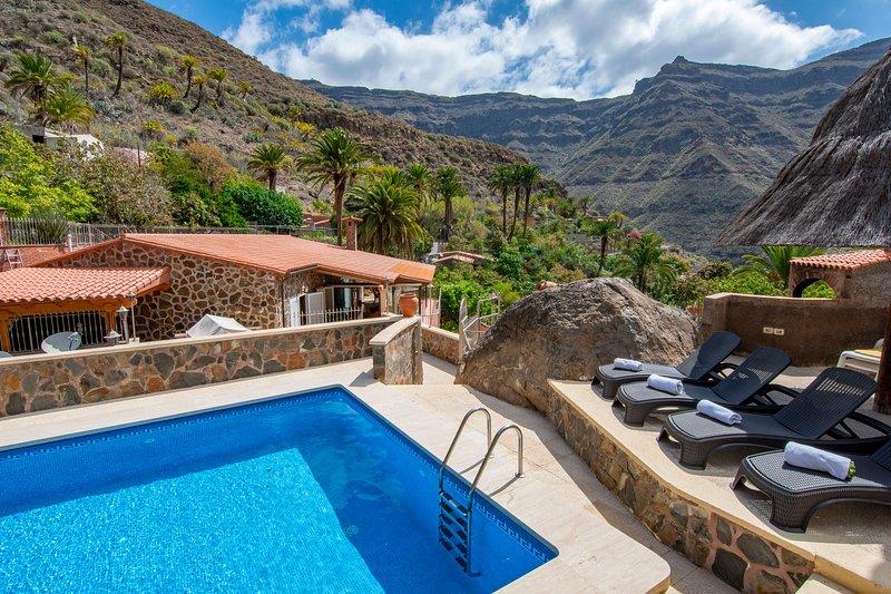 Villa with private pool in El Sao, Arguineguín, holiday rental in Cercados de Espinos