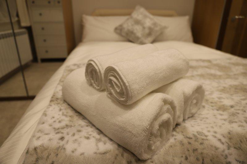 Marlow's Emerald 3 Bed House Sleeps 8 Guests, vacation rental in Hambleden