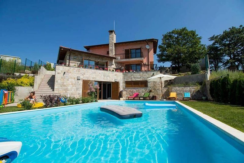 Luxurious guesthouse Horizont, holiday rental in Gorni Okol