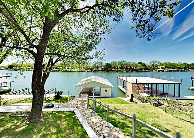 LBJ Lake House & Guest Suite | Private Boat Dock, Waterfront Deck, vacation rental in Buchanan Dam