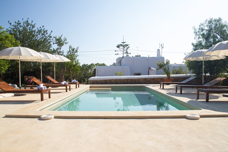 Amazing villa with swimming-pool, location de vacances à Sant Jordi de ses Salines