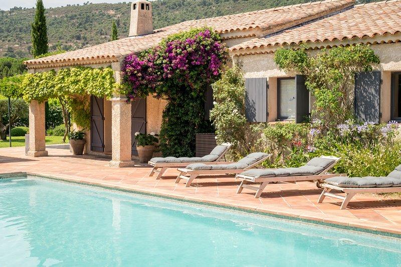 Beautiful 5 bed villa with pool, location de vacances à Plan de la Tour