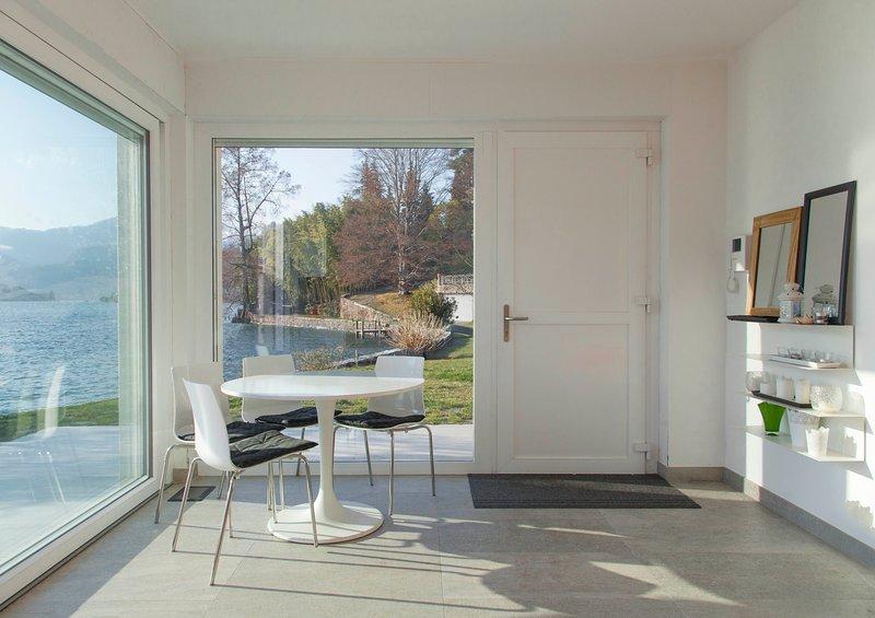 VILLA VOLPE - DesignCube sul lago d'Orta, Ferienwohnung in Ameno