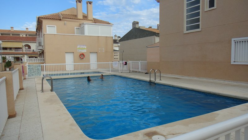 Nice bungalow with shared pool, holiday rental in Santa Pola