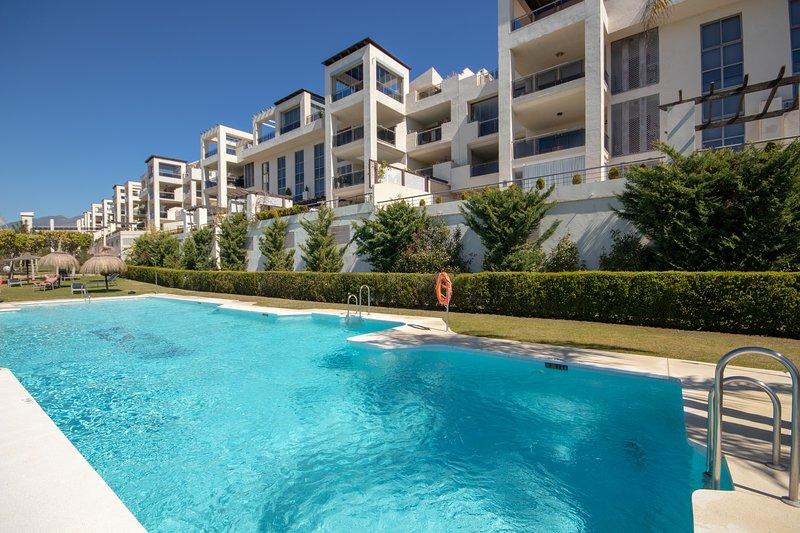 2 bed apartment, Acosta Los Flamingos, Benahavis, location de vacances à Cancelada