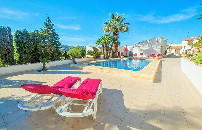 Villa rústica con piscina privada en plena naturaleza, holiday rental in Canor