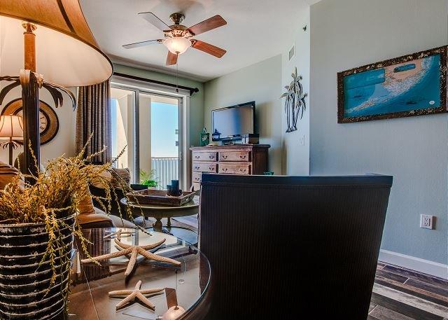 Wohnzimmer mit Blick auf den Golf und Schlafsofa