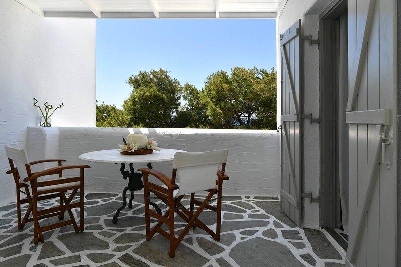 Santa Flora 3 Bedroom House – Parikia's Edge, holiday rental in Parikia