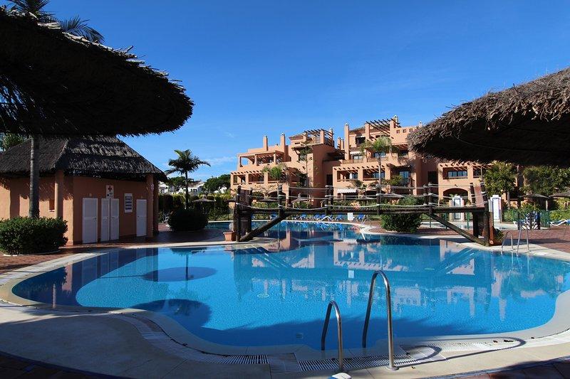 Beautiful Garden Apartment in Hacienda del Sol, Estepona, vacation rental in Estepona