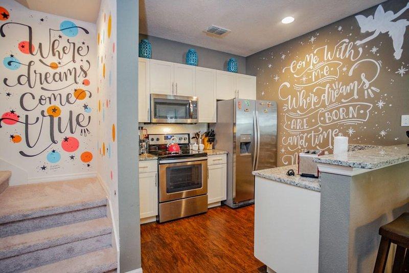 Room,Indoors,Microwave,Oven,Flooring