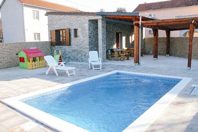 House Emma with private pool, aluguéis de temporada em Biograd na Moru