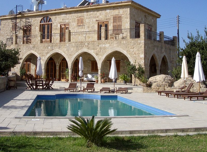 Spectacular Four Bedroom Private Villa with Pool, holiday rental in Kayalar