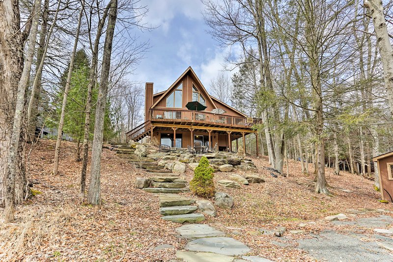No matter the season, this Lake Ariel cabin is sure to provide a great vacation!