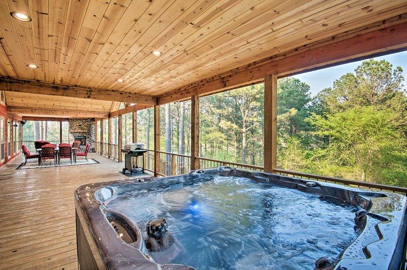 La location de vacances bénéficie d'un superbe emplacement isolé à 10 minutes du lac.