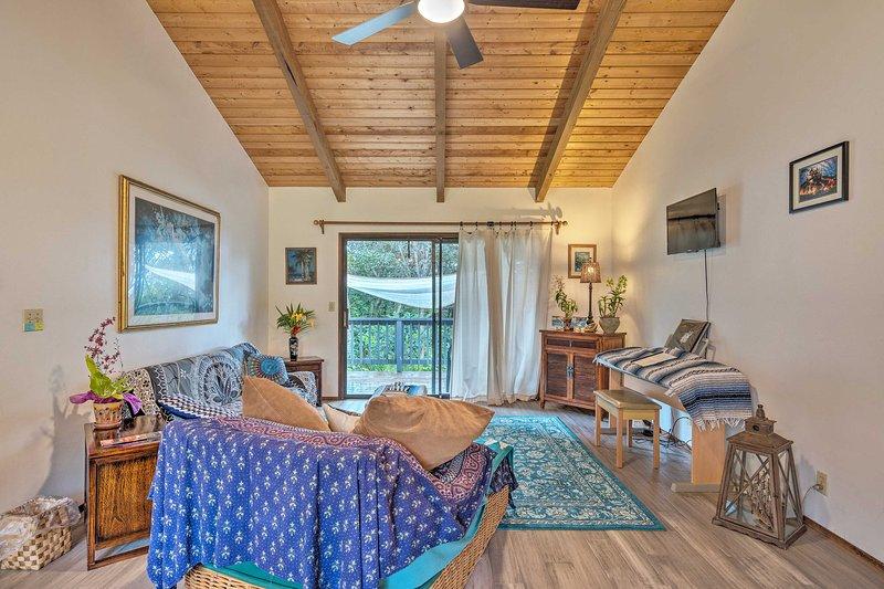 Peaceful Abode w/ Deck, 13 Mi to Black Sand Beach!, vacation rental in Pahala