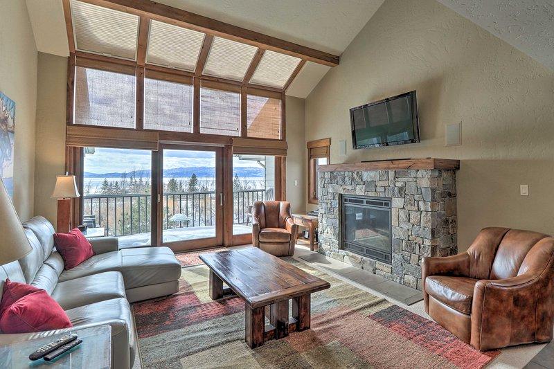 Expansive Bigfork Resort Retreat on Flathead Lake!, location de vacances à Bigfork