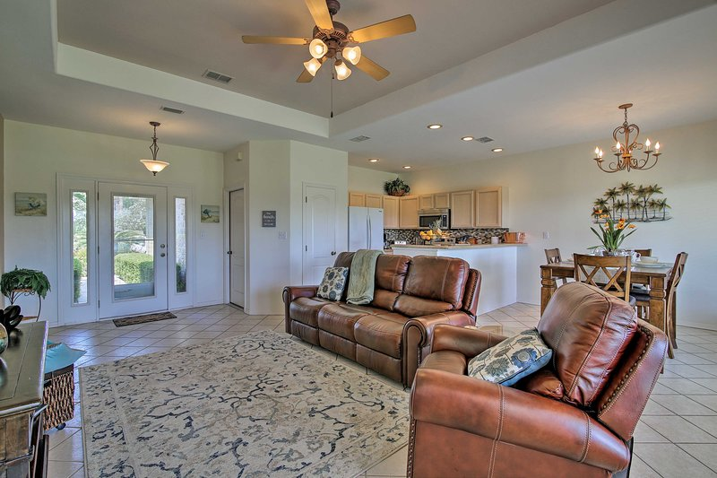 Condo on Golf Course 10 Mi to South Padre Island!, vacation rental in Laguna Vista