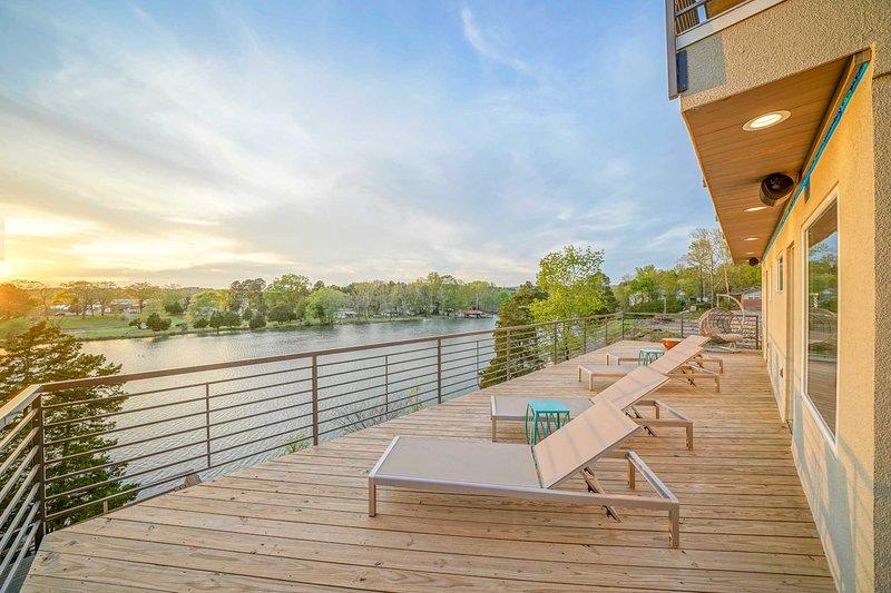 Ubicada en el río Oachita en Hot Springs, las comodidades de esta casa son de 5 estrellas.