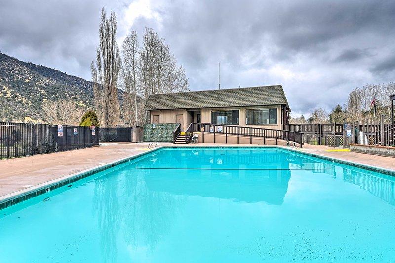 Dieser Pool ist nur einen kurzen Spaziergang vom Haus entfernt.