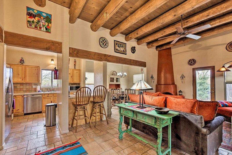 Adobe House w/ Patio - 1 1/2 Mi to Santa Fe Plaza!, holiday rental in Agua Fria