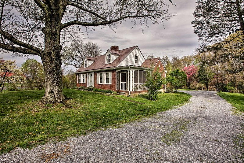 The 3-bedroom, 1-bathroom home offers 6 guests a half-acre of solitude.