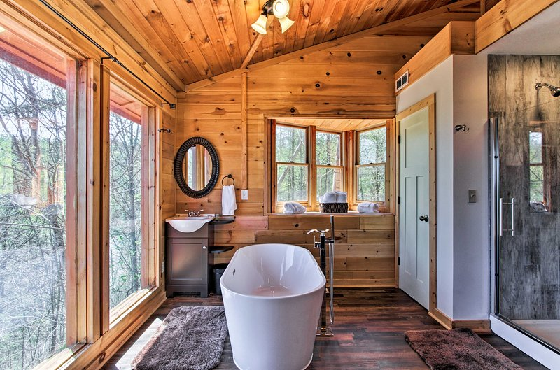 Enjoy stunning Great Smoky Mountain views from this cabin's private soaking tub!