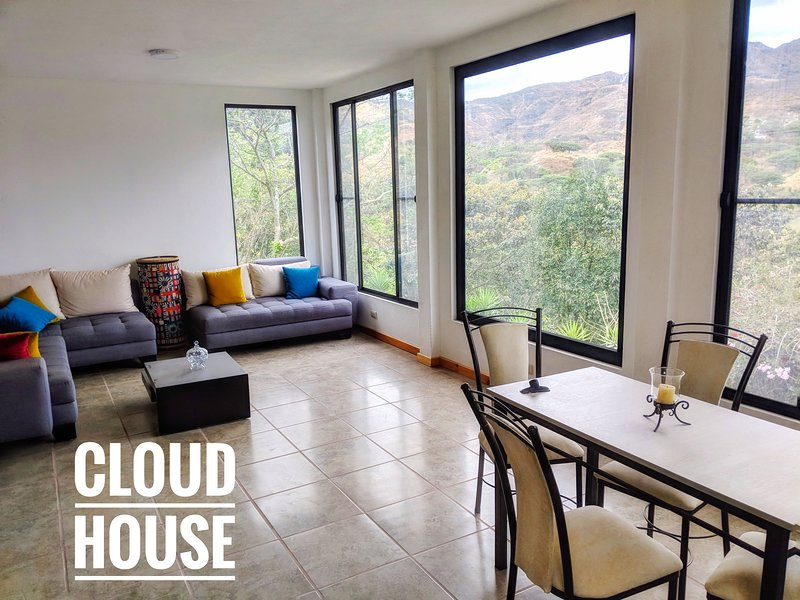 Cloud House: Breathtaking view 10 min from town, alquiler de vacaciones en Loja