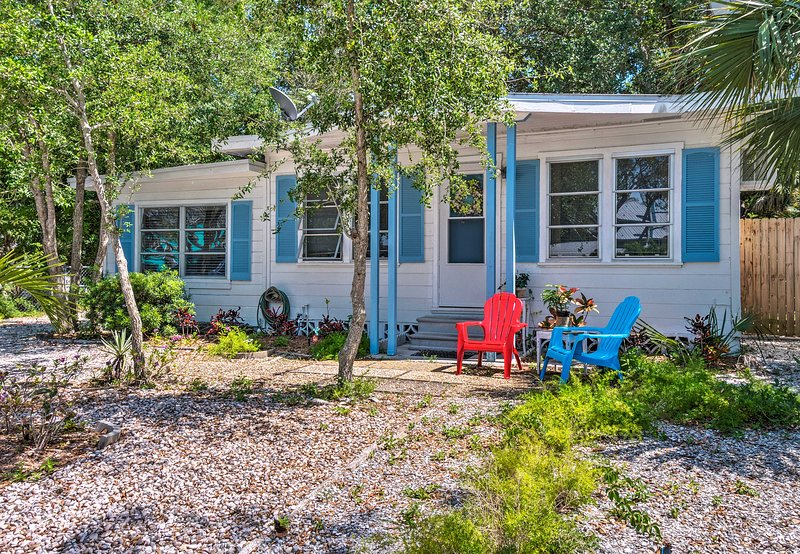 Find optimal holiday relaxation at this picturesque property in Siesta Key!