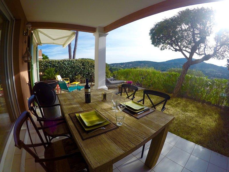 Grand T2, Sud,belle vue,wifi,climatisation,moustiquaires,vélos électriques! RARE, holiday rental in Sainte-Maxime