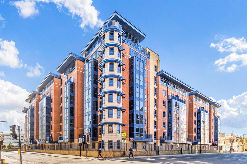 Luxury Penthouse Apartment, vacation rental in Bursledon