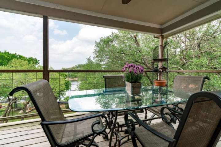 Private Waterfront Property on South Shore of Lake Travis is Calling Your Name., location de vacances à Lakeway