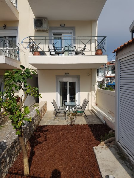 Anris Dom - In a quiet part of the center & STERILE, holiday rental in Kallithea