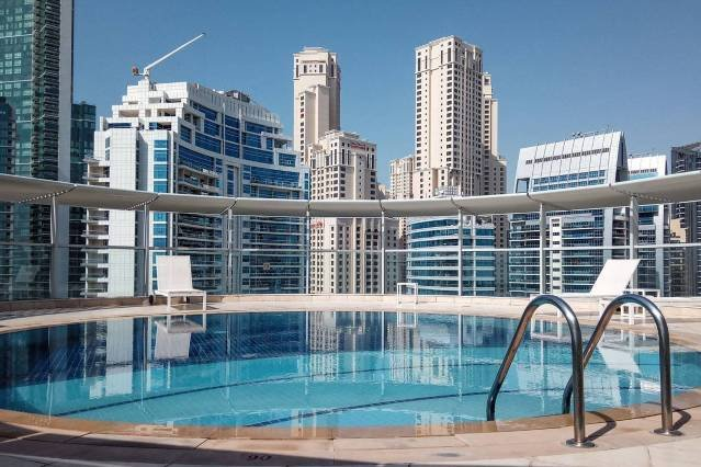 1BR in Dubai Marina with a Rooftop Pool!, holiday rental in Jebel Ali