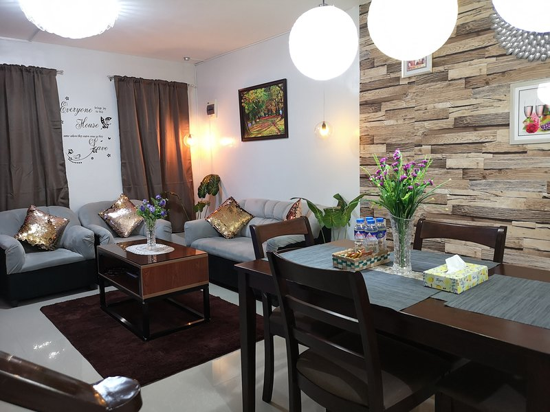 ★2 Bedrooms / 2 Bathrooms★ Fully Furnished w/★Smart TV&Fast WIFI★, vacation rental in Naga
