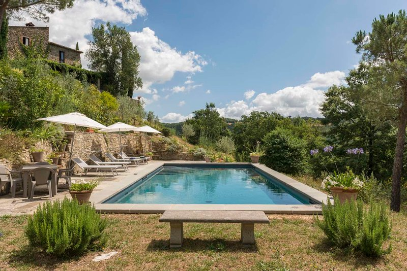La Padronale - Exquisite Italian Farmhouse in a Beautiful Quiet Valley, vacation rental in Pistrino