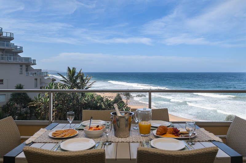 Ballito Luxury Beachfront Apartment, casa vacanza a Salt Rock